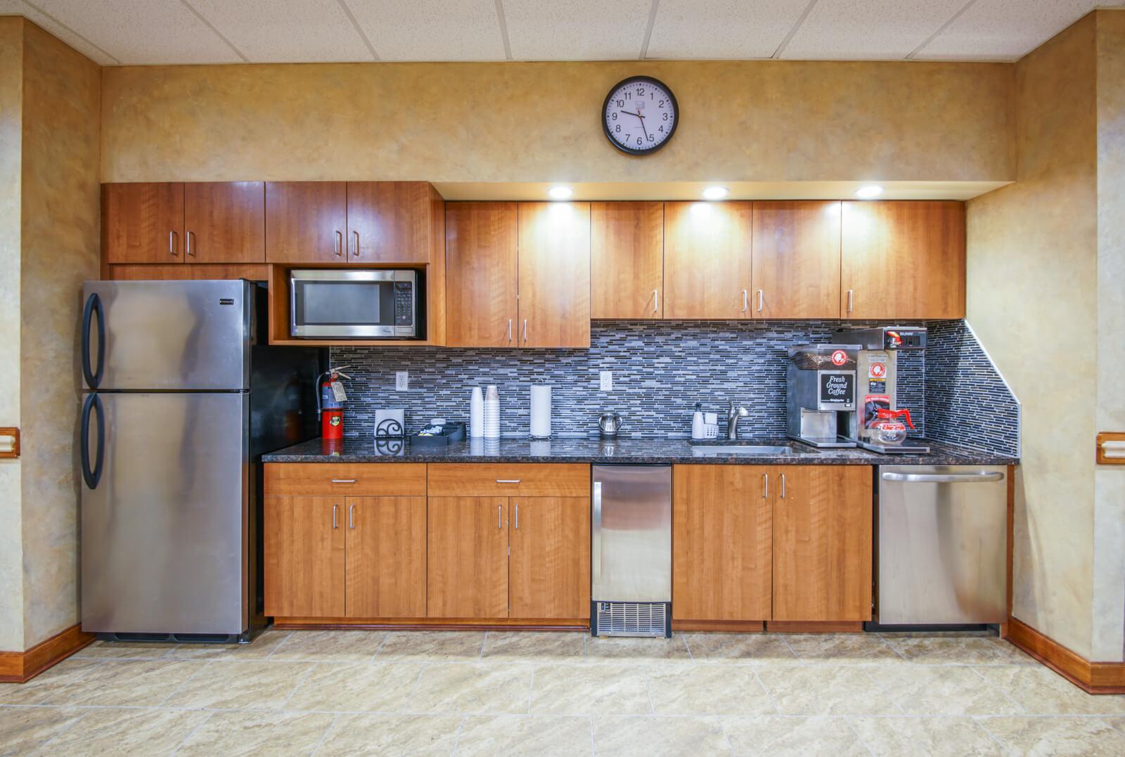 Full kitchen office amenities
