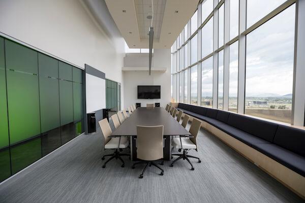 boardroom-style-seating-arrangement